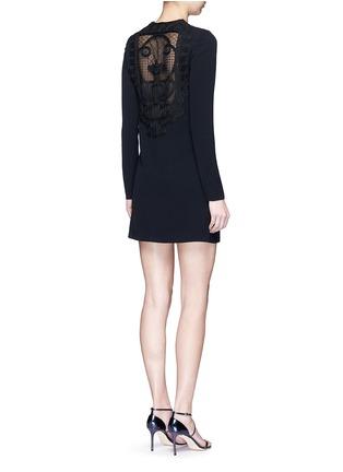 模特示范图 - 点击放大 - VICTORIA BECKHAM - 蕾丝拼接单色绉绸连衣裙