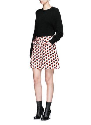 模特示范图 - 点击放大 - VICTORIA, VICTORIA BECKHAM - 草莓图案褶饰半身裙