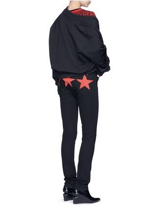 模特示范图 - 点击放大 - GIVENCHY - 拼色星形拼贴棉质长裤