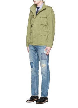 模特儿示范图 - 点击放大 - FDMTL - TRACE磨破拼贴水洗修身牛仔裤
