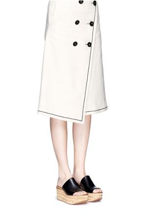 模特示范图 - 点击放大 - CHLOÉ - CAMILLE小牛皮坡跟穆勒鞋