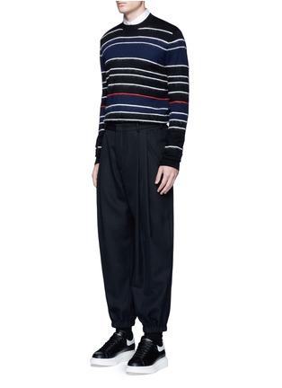 模特儿示范图 - 点击放大 - MCQ SWALLOW - 毛感条纹混羊毛针织衫