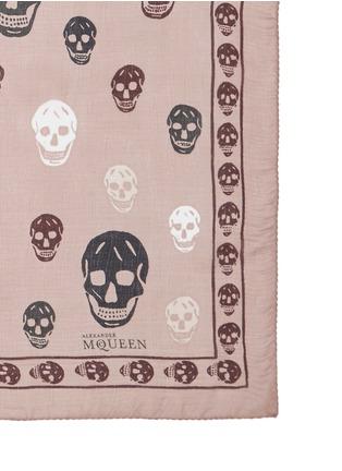 细节 - 点击放大 - ALEXANDER MCQUEEN - 彩色骷髅头图案雪纺真丝围巾