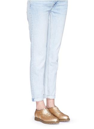 模特儿示范图 - 点击放大 - CHARLOTTE OLYMPIA - STEFANIA闪粉系带牛津鞋