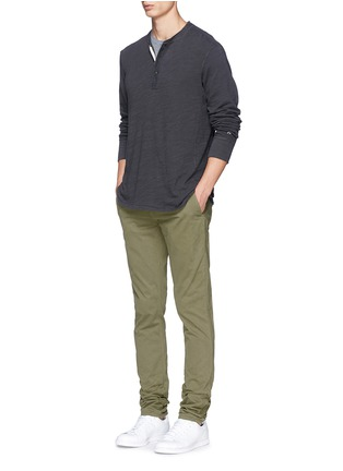模特儿示范图 - 点击放大 - RAG & BONE - 水洗效果单色纯棉上衣