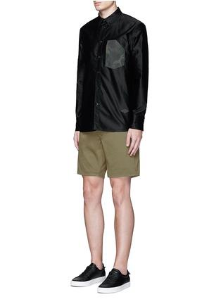 模特儿示范图 - 点击放大 - RAG & BONE - 单色纯棉短裤
