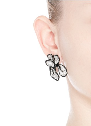 模特示范图 - 点击放大 - KENNETH JAY LANE - 大小仿水晶花卉耳环