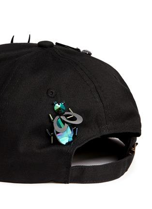 细节 - 点击放大 - PIERS ATKINSON - 昆虫造型装饰鸭舌帽