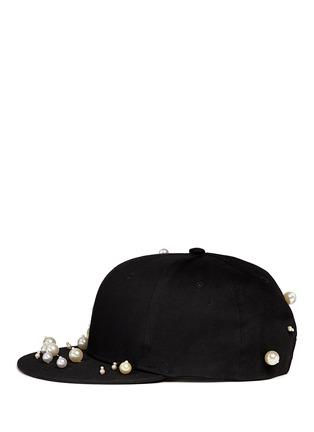 模特儿示范图 - 点击放大 - PIERS ATKINSON - 人造珍珠装饰鸭舌帽