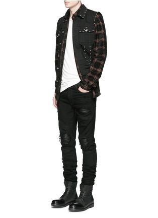 模特儿示范图 - 点击放大 - AMIRI - 格纹图案麂皮衬衫