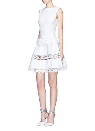 模特儿示范图 - 点击放大 - ALAÏA - Vienne镂空几何图案背心上衣