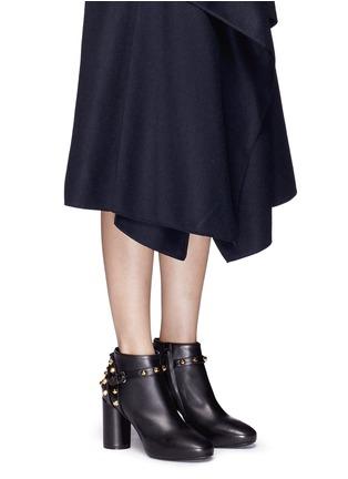 模特儿示范图 - 点击放大 - BALENCIAGA - 铆钉搭带缀饰真皮踝靴