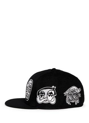 模特儿示范图 - 点击放大 - HACULLA - 人脸徽章棒球帽