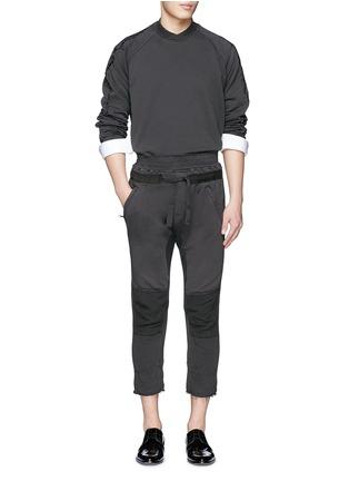 模特儿示范图 - 点击放大 - HAIDER ACKERMANN - 重叠领口荆棘刺绣纯棉卫衣