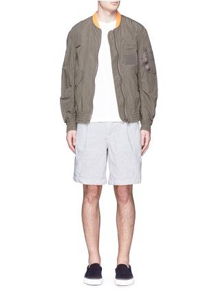 模特儿示范图 - 点击放大 - KOLOR - 褶裥设计皱面尼龙短裤