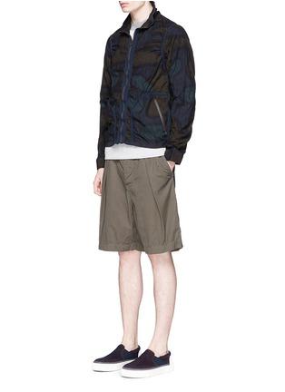 模特儿示范图 - 点击放大 - kolor - 迷彩印花条纹拼贴夹克
