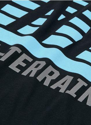 细节 - 点击放大 - ICNY - 反光条纹及字母图案混棉T恤