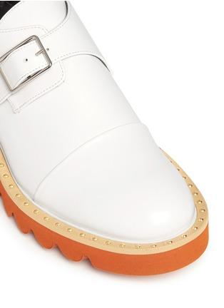 细节 - 点击放大 - STELLA MCCARTNEY - 铆钉搭带厚底鞋
