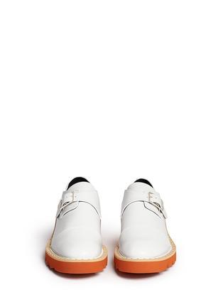 模特儿示范图 - 点击放大 - STELLA MCCARTNEY - 铆钉搭带厚底鞋