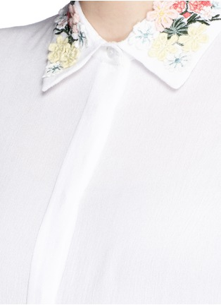 细节 - 点击放大 - alice + olivia - 花卉刺绣衣领绉绸衬衫