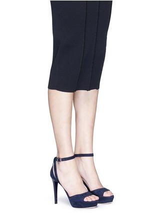 模特示范图 - 点击放大 - JIMMY CHOO - KAYDEN搭带绒面皮高跟凉鞋