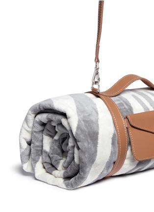 细节 - 点击放大 - MASLIN & CO - 斑马纹纯棉沙滩巾及手提带套组