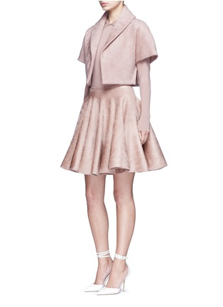 模特儿示范图 - 点击放大 - AZZEDINE ALAÏA - 天鹅绒质感短款夹克