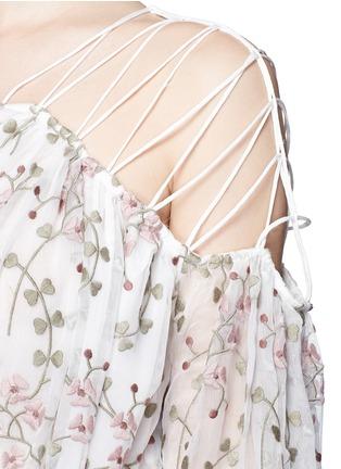 细节 - 点击放大 - ZIMMERMANN - 花卉刺绣交叉细肩带真丝连衣裙