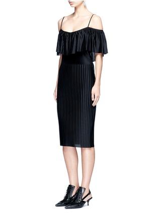 模特儿示范图 - 点击放大 - GIVENCHY - 立体条纹露肩连衣裙