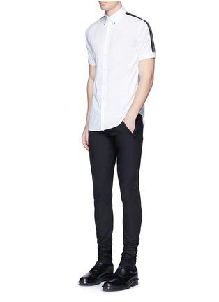 模特儿示范图 - 点击放大 - Alexander McQueen - 拉链皮革装饰棉质长裤