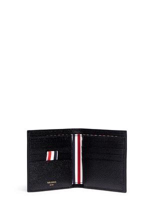 模特儿示范图 - 点击放大 - THOM BROWNE - 条纹罗缎装饰粒面真皮钱包
