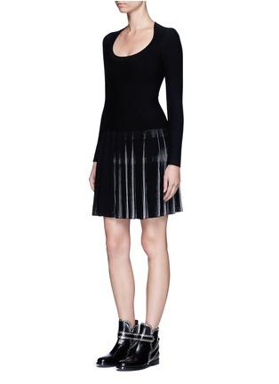 模特示范图 - 点击放大 - ALAÏA - SEGUIDILLE拼色百褶弹性连衣裙