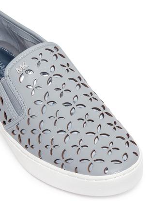 细节 - 点击放大 - MICHAEL KORS - KEATON镂空花卉真皮平底便鞋