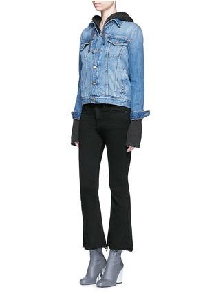 模特儿示范图 - 点击放大 - RAG & BONE/JEAN - CROP FLARE须边九分长喇叭牛仔裤