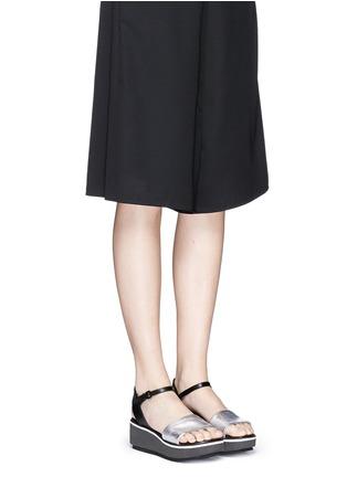 模特示范图 - 点击放大 - Clergerie - PENNY拼色搭带坡跟凉鞋