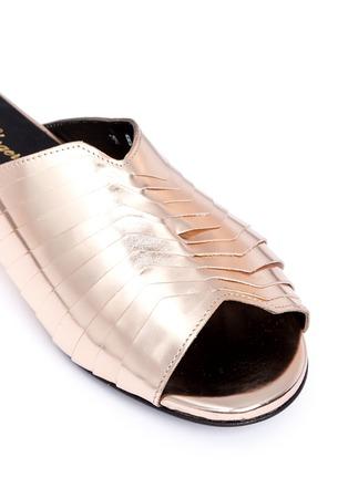 细节 - 点击放大 - CLERGERIE - 金属感褶裥真皮穆勒鞋