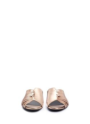 模特示范图 - 点击放大 - CLERGERIE - 金属感褶裥真皮穆勒鞋