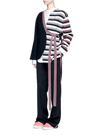 模特儿示范图 - 点击放大 - PORTS 1961 - 不对称系带横纹大衣