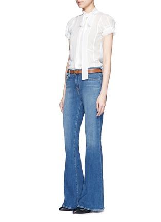 模特儿示范图 - 点击放大 - L'AGENCE - SOPHIE水洗高腰喇叭牛仔裤