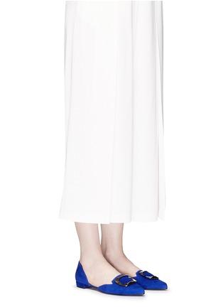 模特儿示范图 - 点击放大 - STUART WEITZMAN - DORSINI金属装饰绒面皮侧空平底鞋