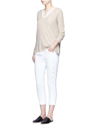 模特儿示范图 - 点击放大 - VINCE - V领羊毛混羊绒针织衫