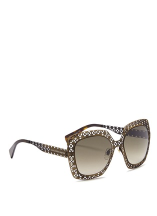 模特示范图 - 点击放大 - Alexander McQueen - Laser cut lattice metal sunglasses